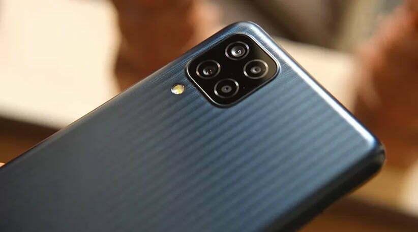 طراحی گوشی موبایل M12
